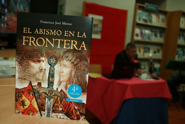 "The writer loquino Francisco José Motos presents his new historical novel ""The abyss in the border"" in Totana"