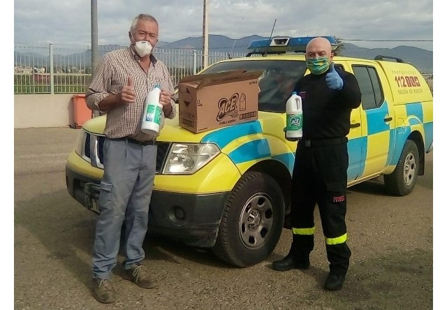 The Hunting Society of El Paretón donates 2,000 liters of bleach to disinfect urban spaces in this district