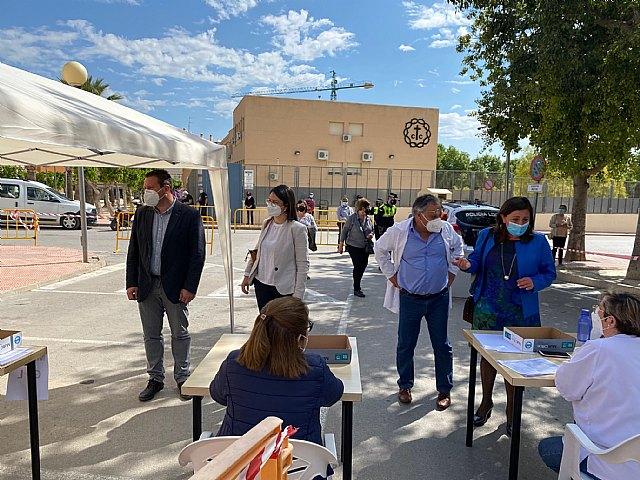 Cerca de 1.200 personas reciben hoy la vacuna contra la Covid-19 en Mula - 1, Foto 1