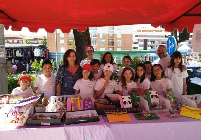 Las cooperativas escolares del Cervantes venden sus productos en el mercado semanal - 1, Foto 1