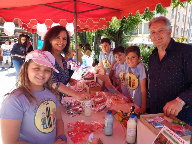 Las cooperativas escolares del Cervantes venden sus productos en el mercado semanal - 2, Foto 2