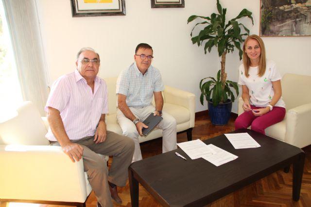 El Ayuntamiento de Alhama y Cruz Roja renuevan su convenio para la gestión de ayudas, Foto 2