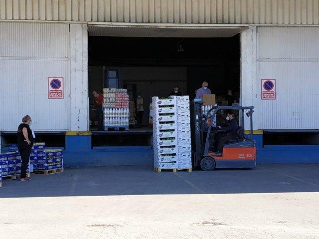 El Banco de Alimentos del Segura efect�a tres portes para la distribuci�n de alimentos a C�ritas de las Tres Avemar�as desde que comenz� la crisis sanitaria por el COVID-19, Foto 2