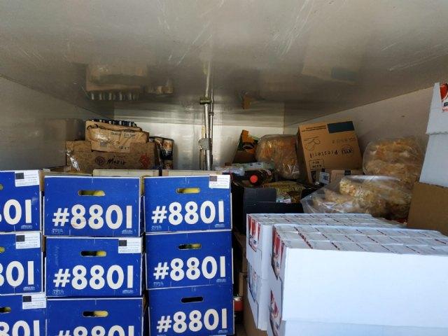 El Banco de Alimentos del Segura efect�a tres portes para la distribuci�n de alimentos a C�ritas de las Tres Avemar�as desde que comenz� la crisis sanitaria por el COVID-19, Foto 4