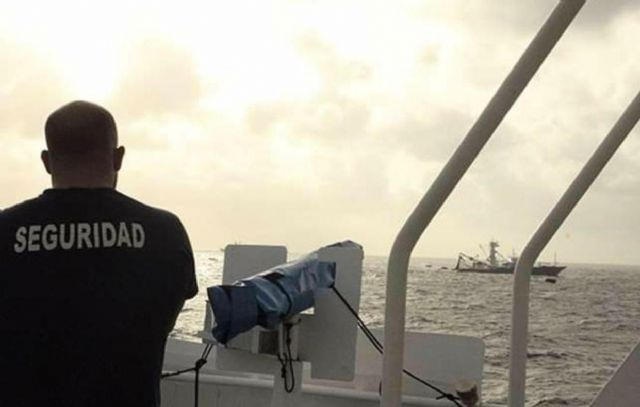 Agentes de seguridad en atuneros abandonados a su suerte - 2, Foto 2