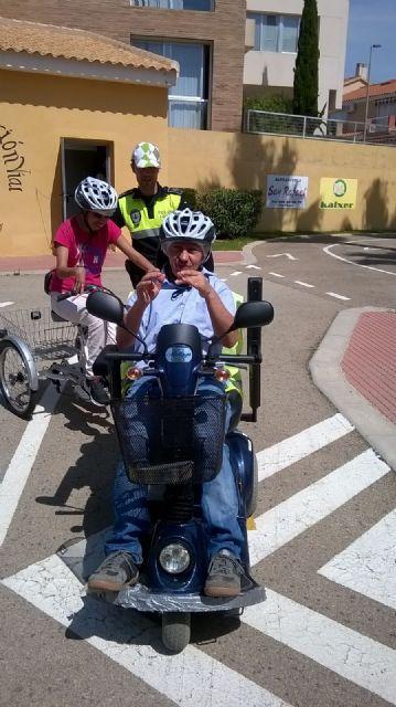 Los centros de Día para la Discapacidad del Ayuntamiento de Totana celebran una jornada especial de Educación vial, Foto 4