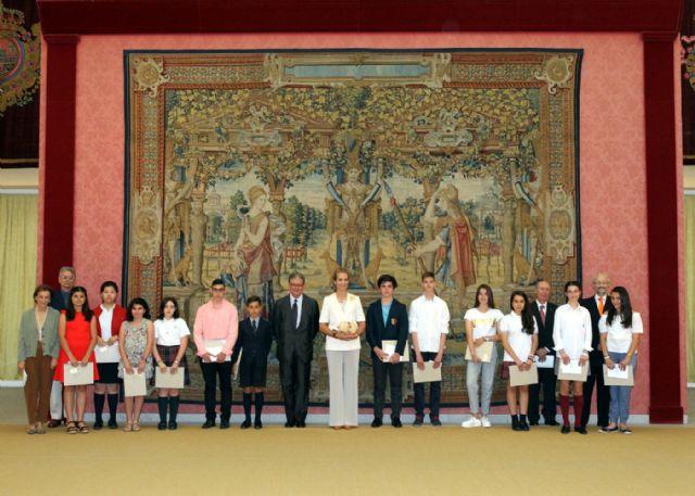 La alhameña Laura Paz recibe el 2° premio del Concurso de Pintura de Patrimonio Nacional de manos de la infanta Elena, Foto 2