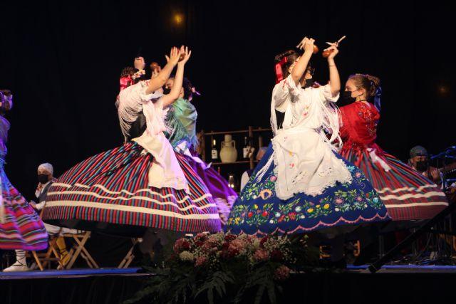 Las Fiestas Patronales arrancan con  la Muestra de Folklore Villa de San Pedro - 1, Foto 1