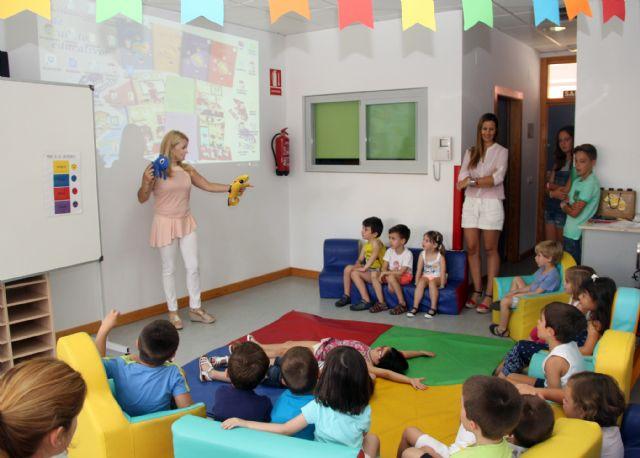 La escritora Alicia Hurtado presenta su colección de cuentos educativos en la Red Municipal de Guarderías de Puerto Lumbreras - 1, Foto 1