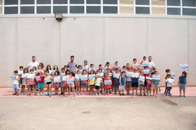 80 alumnos completan su formación en el primer curso de natación municipal, Foto 1
