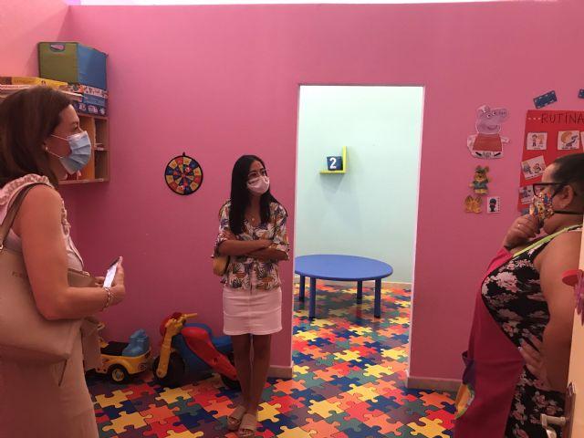 La alcaldesa y la edil de Igualdad visitan a los niños y niñas participantes en el Programa Escuela Días No Lectivos - 3, Foto 3