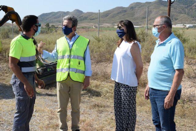 Acometen trabajos de desbroce y acondicionamiento en diversas vías regionales del municipio, Foto 1