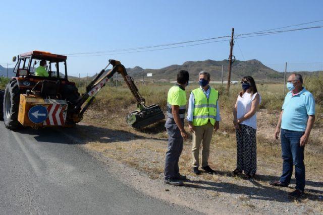 Acometen trabajos de desbroce y acondicionamiento en diversas vías regionales del municipio, Foto 2