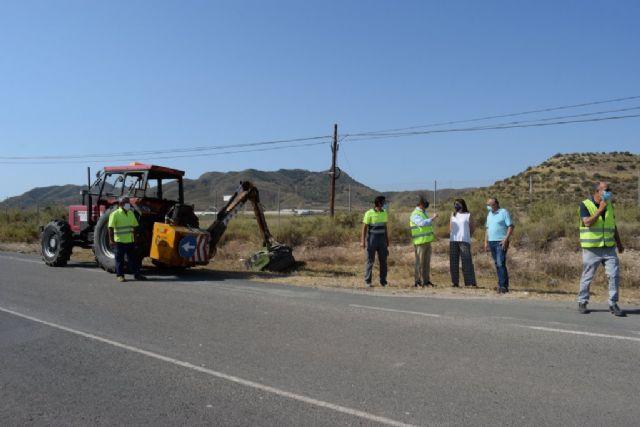 Acometen trabajos de desbroce y acondicionamiento en diversas vías regionales del municipio, Foto 3