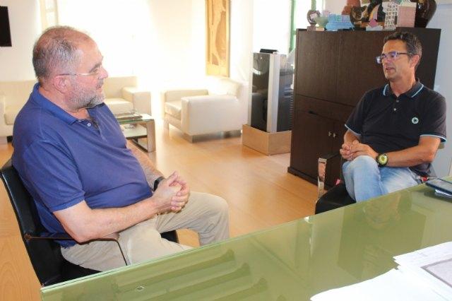 [El alcalde se reúne con el presidente de la Asociación de Enfermedades Raras D´Genes