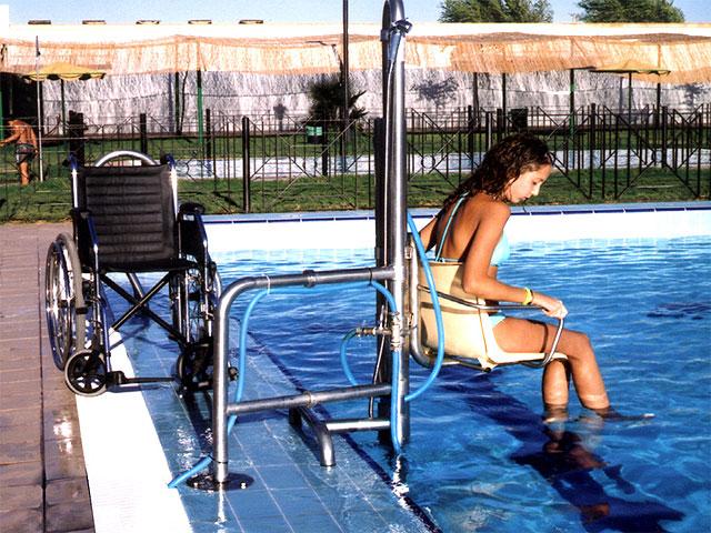 Ceheg n la piscina de verano contar con una silla for Sillas para piscina