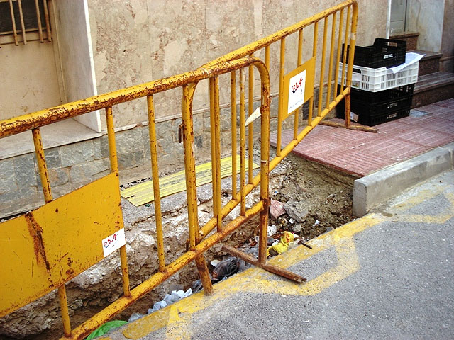 """IU + LV denounced the """"laziness"""" of the PP in Totana, which """"allows for weeks and permanent holes unmarked grave danger in the street Juan XXIII"""" - 2"""