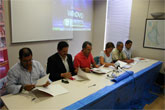 El alcalde de Mazarrón firma un acuerdo con el consejero para la retirada de residuos del mar