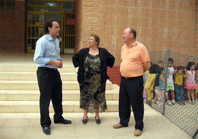 El alcalde y el edil de Educación visitan los colegios en su primer día de clase, Foto 1