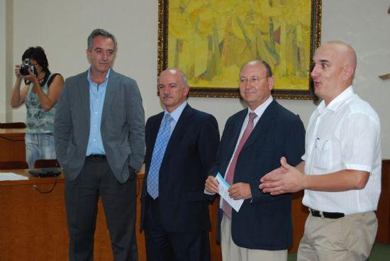 El director de la Universidad del Mar junto con el alcalde de la localidad han clausurado el curso sobre aguas termales., Foto 3
