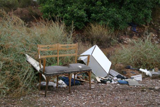 """Los voluntarios ambientales comenzaron la campaña """"Limpiar el Mundo 2008"""" limpiando la Rambla Celada, Foto 3"""