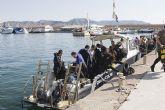 M�s de cien personas participan en la 'Limpieza de fondos marinos' de Mazarr�n