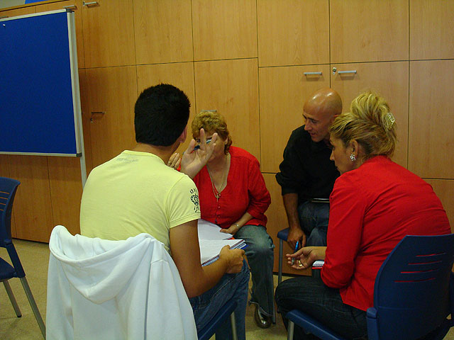 """The Candle"" starts the social skills training workshop aimed at people who want to find a job, Foto 2"