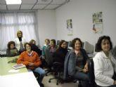 Varias mujeres aprenden inform�tica en el curso ofertado por el Ayuntamiento