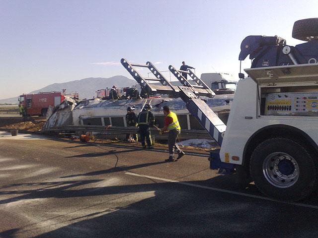 Restablecido el tráfico de la A-7 que fue cerrado por el vuelco de un camión con gasoil - 8