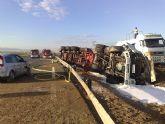 Restablecido el tráfico de la A-7 que fue cerrado por el vuelco de un camión con gasoil - Foto 1