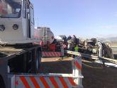 Restablecido el tráfico de la A-7 que fue cerrado por el vuelco de un camión con gasoil - Foto 5