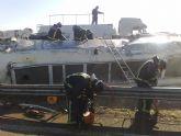 Restablecido el tráfico de la A-7 que fue cerrado por el vuelco de un camión con gasoil - Foto 6