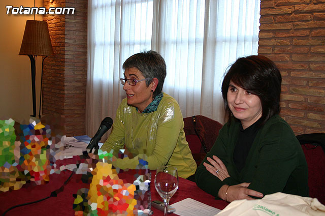 Totana amas de casa y consumidoras reciben una charla for Oficina del consumidor murcia