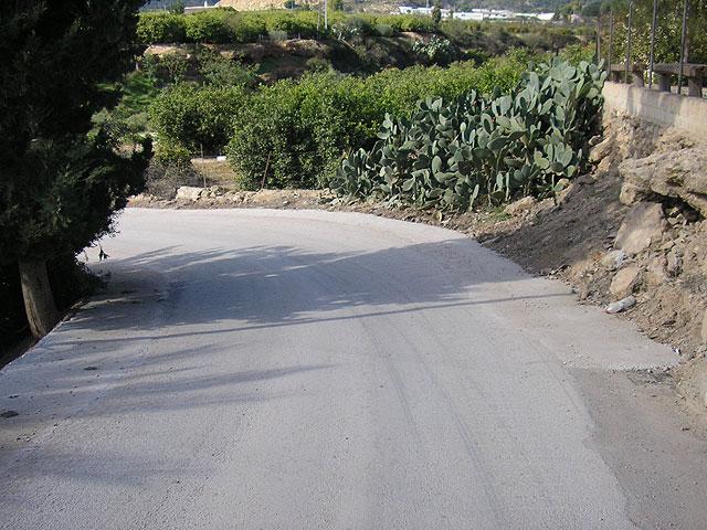 El Ayuntamiento mejora la visibilidad de la curva de los Pavos ensanchando el camino, Foto 2