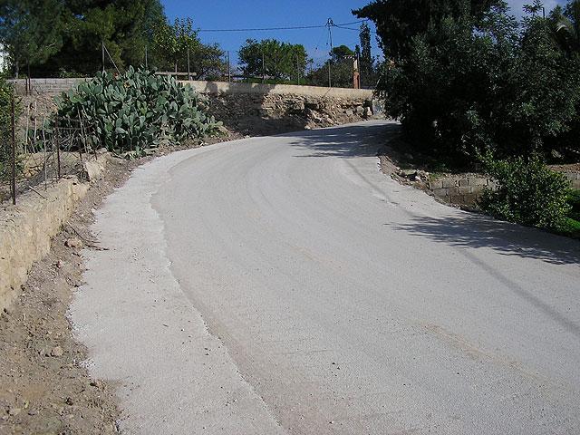 El Ayuntamiento mejora la visibilidad de la curva de los Pavos ensanchando el camino, Foto 4