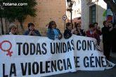 Totana se suma a la lucha contra la violencia de género con una concentración silenciosa en la que se ha procedido a la lectura de un manifiesto - 23