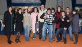 El alcalde y la concejala de fiestas entregan los premios de las carrozas
