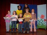 La concejal de Cultura entrega los premios a los mejores lectores del año 2008