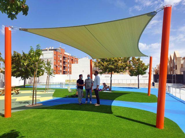 La Concejalía de Deportes mejoró el sombraje, pavimento y ajardinamiento de la piscina municipal de Caravaca - 1, Foto 1