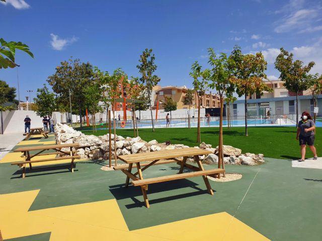 La Concejalía de Deportes mejoró el sombraje, pavimento y ajardinamiento de la piscina municipal de Caravaca - 3, Foto 3