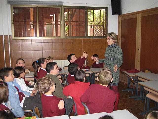 """La Concejalía de Sanidad desarrolla un taller  de nutrición  y un desayuno saludable con  los niños  del colegio """"Reina Sofía"""", Foto 3"""