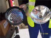 Sustituyen las ópticas de los semáforos adapatándolas a la nueva tecnología LED para conseguir una mejor eficiencia energética