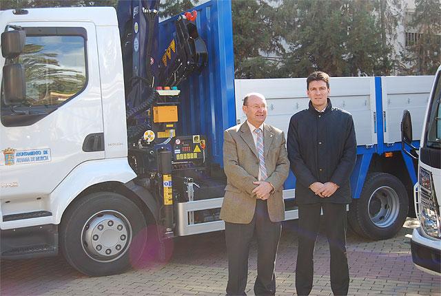 Se presentan los dos nuevos camiones grúa que completan la flota del Ayuntamiento, Foto 2