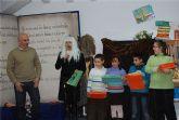 Varios niños y niñas de la localidad reciben los premios lectores 2008