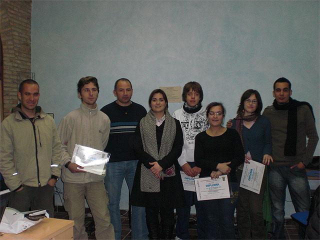 Se hace entrega de los diplomas del curso de photoshop, Foto 1