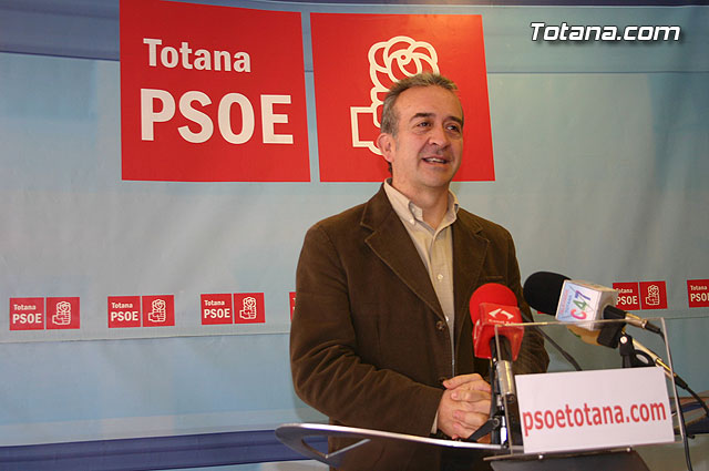 The plenary session yesterday was for socialists golden opportunity that the mayor has lost to revitalize the consensus and solve problems totaneros - 1