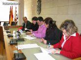 El Ayuntamiento firma un convenio con las asociaciones de artesanos para la recogida de residuos contaminantes de las alfarerías