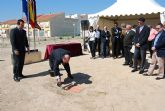 El alcalde y el director general de Administraci�n Local ponen la primera piedra del futuro cuartel de la Polic�a Local y de Protecci�n Civil