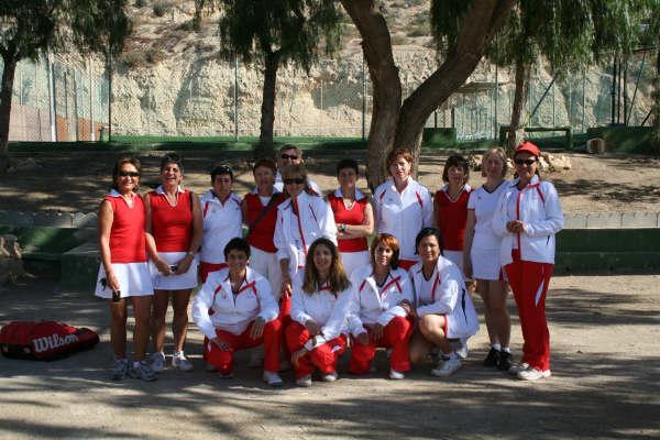 Primera victoria de las tenistas veteranas del municipio, Foto 1