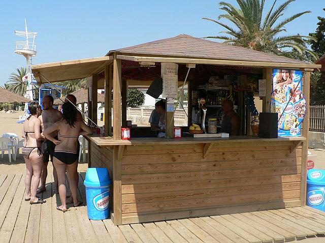 MAZARRu00d3N / Los chiringuitos de playa inician su puesta en marcha ...